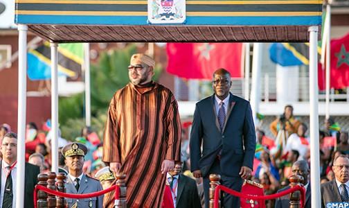 Arrivée-SM-le-Roi-en-Tanzanie_M1-504x300