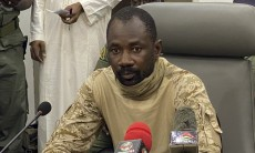 """Colonel Assimi Goita speaks to the press at the Malian Ministry of Defence in Bamako, Mali, on August 19, 2020 after confirming his position as the president of the National Committee for the Salvation of the People (CNSP). - The military junta that took power in Mali on August 19, 2020, asked that the population resume """"its activities"""" and cease """"vandalism"""" the day after the coup that ousted President Ibrahim Boubacar Keita and his government. (Photo by MALIK KONATE / AFP)"""